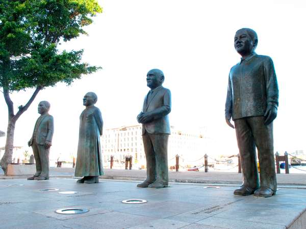 Statues of South African Nobel Peace Prize winners (photo)