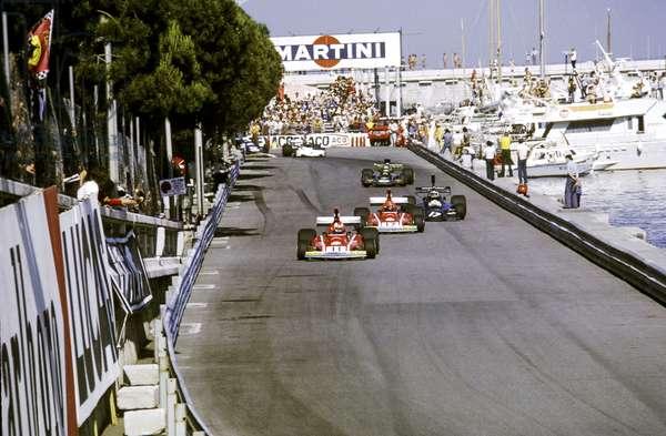 On Quai Albert 1er,Jean-Pierre Jarier in Shadow-Cosworth chasing No11 Clay Regazzoni Ferrari 312 and No12 Niki Lauda Ferrari 312 (photo)