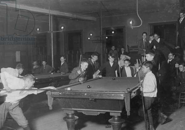 Newsboys Play Pool in a Club 1909 (photo)