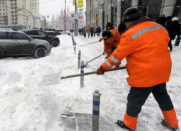 Heavy Snowfall Hits Moscow : Council workers shoveling snow outside the Ritz Carlton Moscow Hotel on Tverskaya Street in Moscow, Russia, 22/12/13 ©ITAR-TASS/UIG/Leemage
