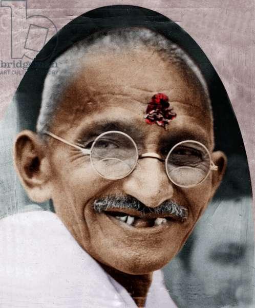 Mohandas Karamchand Gandhi dit Mahatma Gandhi (1869-1948), leader politique et spirituel indien, peu avant son depart pour l'angleterre, 1931 - Mahatma Gandhi shortly before his departure to England, Bombay, August 29, 1931. ©Dinodia/Uig/Leemage