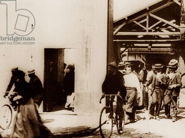 Workers leaving the Lumière factory in Lyon, 1895