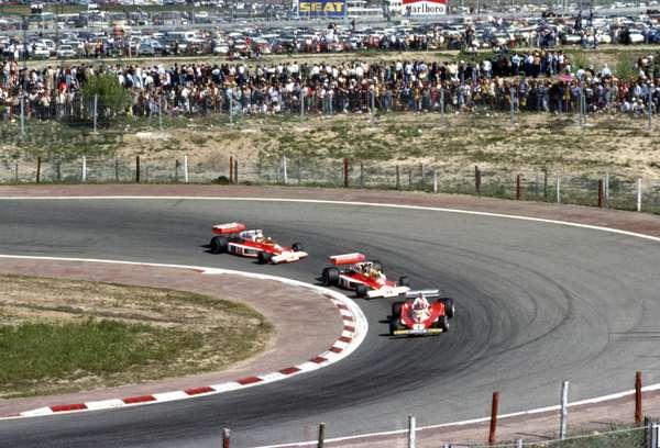 Niki Lauda in No1 Ferrari 312T2 leading James Hunt and Jochen Mass in the McLarens (photo)