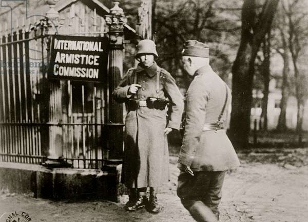 German sentry, Spa at the International Armistice Commission (photo)
