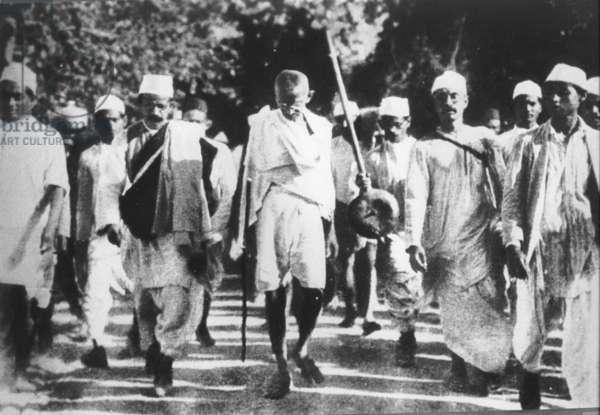 Mohandas Karamchand Gandhi at a meeting with Jawaharlal Nehru, 1947
