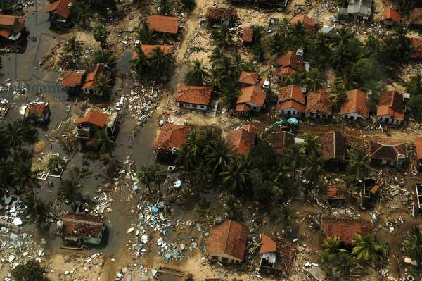 An aerial view of destructed houses in the coastal area of Ampara district in eastern Sri Lanka, one of the districts worse hit by the tsunami.  (photo)
