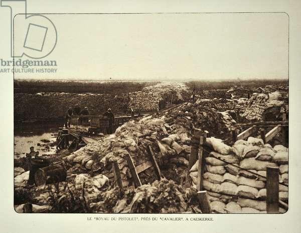 Soldiers in trench at Kaaskerke in Flanders during the First World War, Belgium ©UIG/Leemage