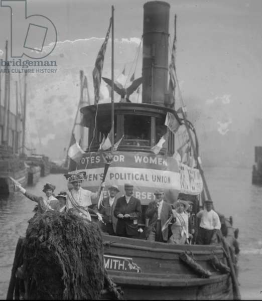 Suffragettes Take to the River in a Tug Boat to Post Banners in Search of Equality (photo)