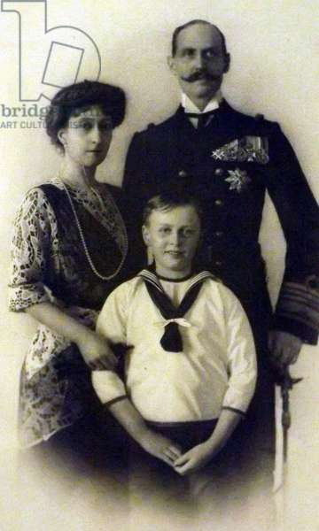 King Haakon and Queen Maud of Norway with their son Olav, 1913