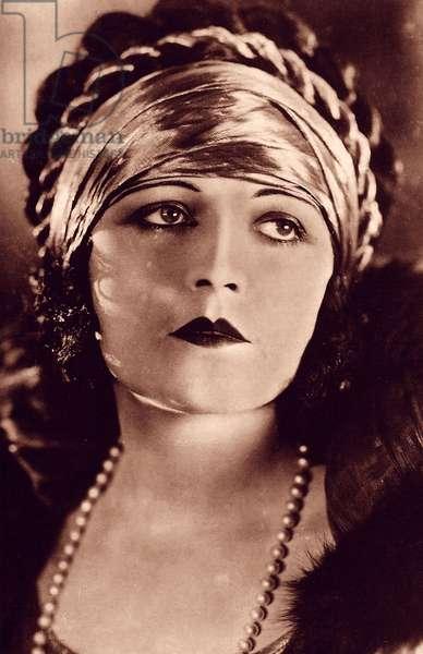 Pola Negri, 1937