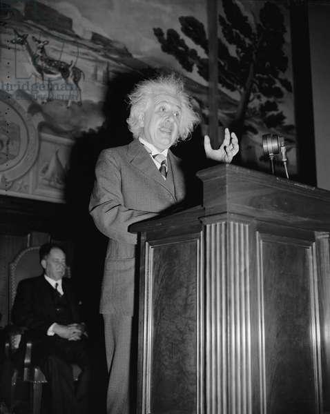 Albert Einstein, 1940