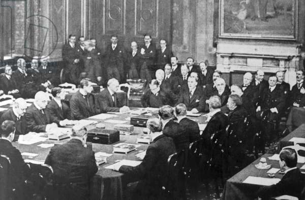 Austen Chamberlain and Stanley Baldwin sign the Locarno Treaty