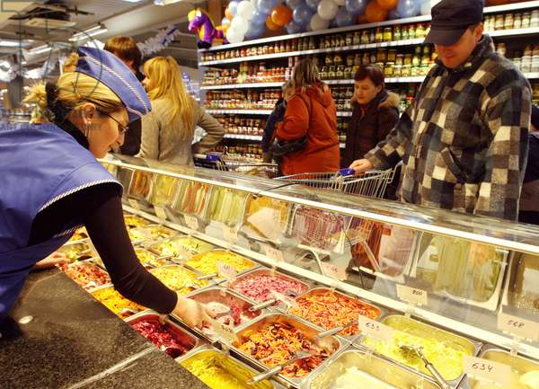 Bahetle Supermarket In Moscow : Cookery shop at Bahetle supermarket in Moscow, Russia, 12/12/10 ©ITAR-TASS/UIG/Leemage