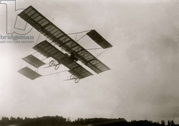 Weuman in Farman machine 1910 (photo)