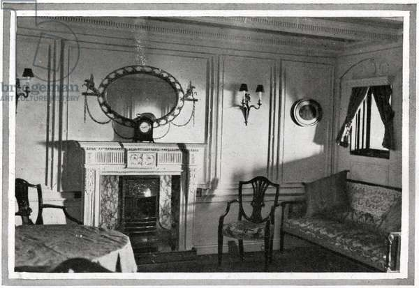 A photograph of a private suite on Titanic, showing a marble fireplace and costly electrical fittings.  Titanic was built by Harland & Wolff in Belfast Ireland during 1910 - 1911, and sank on 15th April, 1912, after striking an iceberg off the coast of New Foundland during her maiden voyage from Southampton, England to New York, USA, with the loss of 1,522 passengers and crew. (Photo by Titanic Images/Universal Images Group) Photographie ©UIG/Leemage
