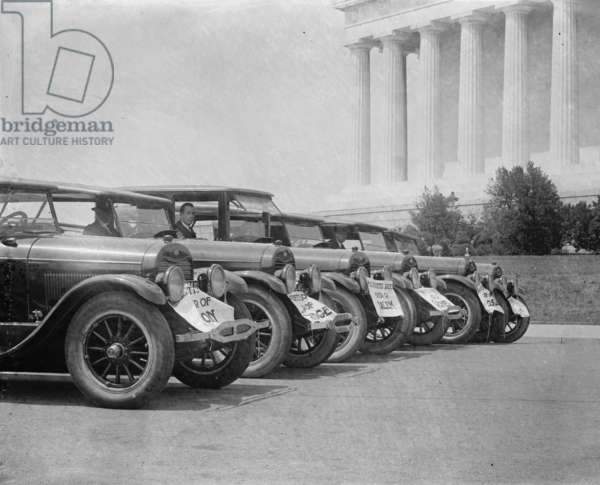 Ford Motor cars parked in front of the Lincoln Memorial in DC 1923 (photo)