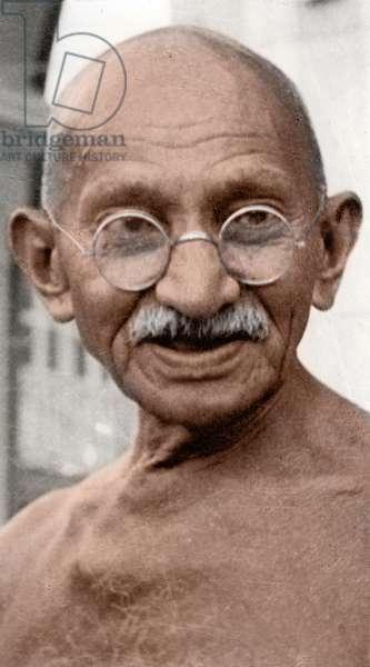 Mohandas Karamchand Gandhi dit Mahatma Gandhi (1869-1948), leader politique et spirituel indien a une priere publique devant Rungta House, Bombay, septembre 1944 - Mahatma Gandhi at a public prayer meeting in front of Rungta House, Bombay, September 1944. ©Dinodia/Uig/Leemage