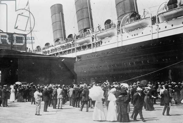 Lusitania at New York Dock 1907 (photo)