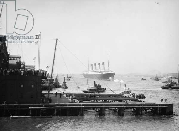 Arrival of the White Star Line's Olympic, in New York Harbor 1910 (photo)
