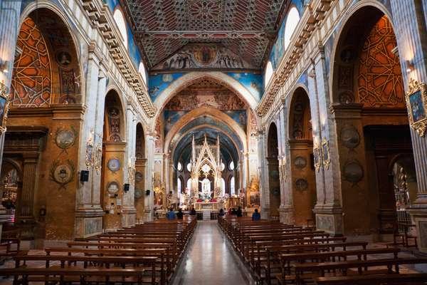 Central Nave of Santo Domingo Monastery & Church, Quito, Pichincha, Ecuador (photo)