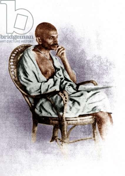 Mohandas Karamchand Gandhi dit Mahatma Gandhi (1869-1948), leader politique et spirituel indien a Solapur (Inde), 20 fevrier 1927 - Mahatma Gandhi at Solapur, February 20, 1927 ©Dinodia/Uig/Leemage
