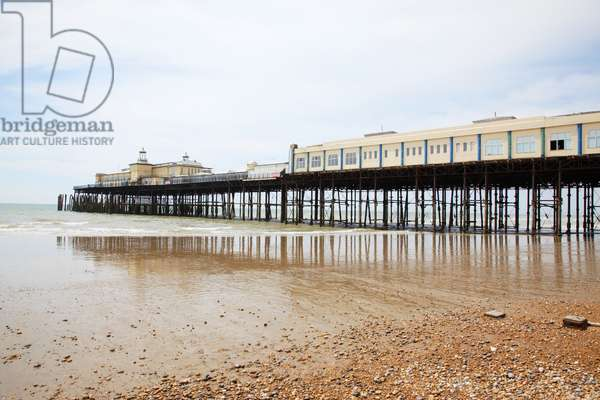 Great Britain, England, East Sussex, Hastings, Pelham Pier seen from beach at low tide