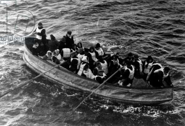 Lifeboat with survivors from the SS Titanic