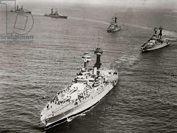 Fleet leaving Los Angeles for Hawaii (photo)