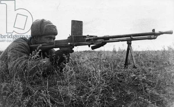 World War 2, Battle of Stalingrad, Southwest of Stalingrad, Soviet Senior Sergeant Kondrashev with a Captured Machinegun