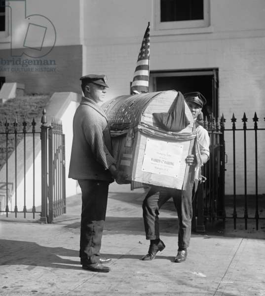 Harding Turkey Delivered to the White House 1921 (photo)