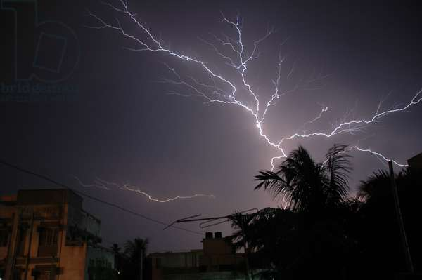 Lightning. Kolkata, India. June 2, 2007.  (photo)
