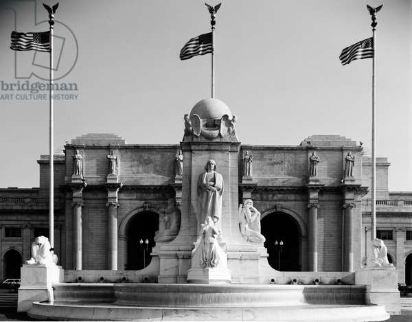 Christopher Columbus fountain at Union Station (photo)