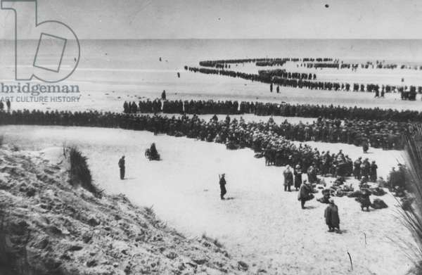 British Soldiers Waiting on the Beaches of Dunkirk, May 1940 (b/w photo)