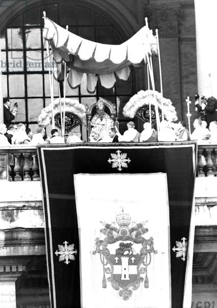 Rome November 23, 1958 Pope John XXIII speaks from the balcony of the Basilica of San Giovanni in Laterano