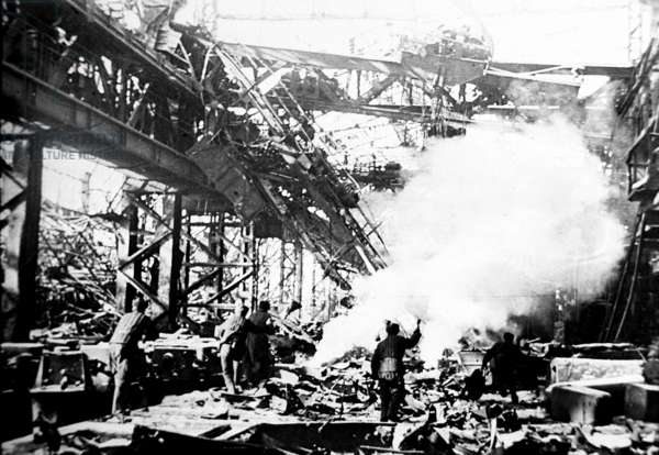 Battle of Stalingrad, December 1942: Red Army Soldiers Fighting German Army in the Krasny Oktyabr Works (Red October) in Stalingrad.