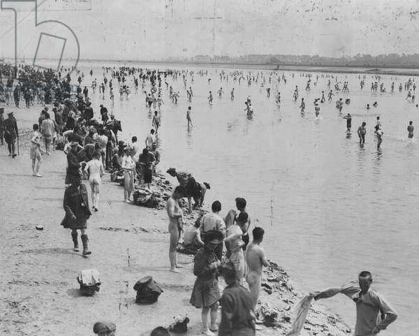 Convalescent soldiers sea bathing in Etaples, 1917 (b/w photo)