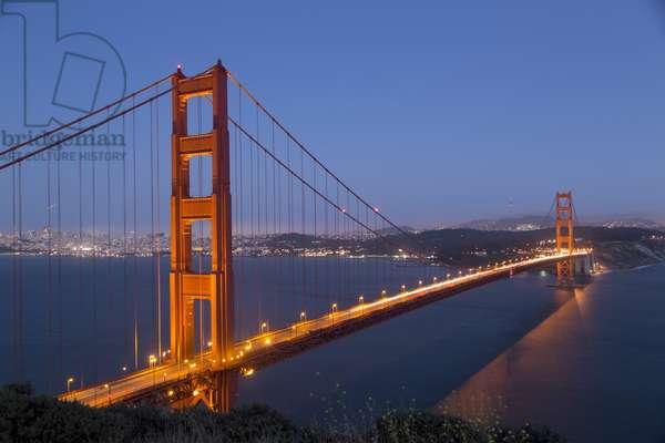 Golden Gate Bridge at Night (photo)