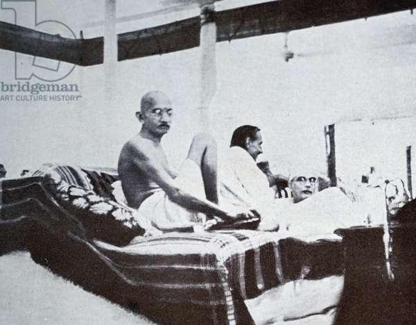 Mohandas Karamchand Gandhi at a meeting of the Indian National Congress, 1940