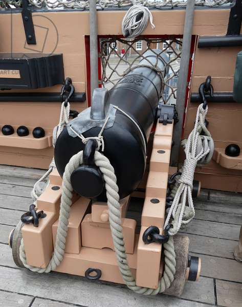 Cannon on the deck of HMS Victory, 2000