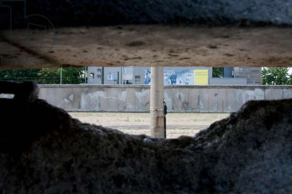 Remains of the Berlin Wall on Bernauer Street, Berlin, Germany (photo)