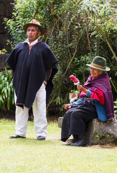 Man and old woman spinning cotton at Hacienda San Agustin de Callo (photo)