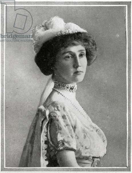 Passengers on RMS Titanic.  Photograph of Lady Rothes, who was saved from the Titanic.  She is reported as 'resting at the Ritz-Carlton Hotel in New York after landing from the Carpathia'.  The countess of Rothes apparently showed great courage during the hours in the boars.  An A.B. of the Titanic says 'There was a woman in my boat as was a woman.  She was the Countess of Rothes.  I was one of those who was ordered to man the boats, and my place was in No. 8 boat. There were thirty-five of us in that boat, mostly women, but some men along with them.  I was in command, but I had to row and I wanted someone at the tiller.  When I saw the way she was carrying herself and heard the quiet, determined way she spoke to the others, I knew she was more of a man than any we had on board, and I put her in command.  I put her at the tiller, and she was at the tiller when the Carpathis came along five hours later.'  Several ladies proved themselves to be efficient oarswomen.  Titanic was built by Harland & Wolff in Belfast Ireland during 1910 - 1911 and later sank on April 15th 1912 off the coast of New Foundland after striking an iceberg during her maiden voyage from Southampton, England to New York, USA, with the loss of 1,522 passengers and crew. (Photo by Titanic Images/Universal Images Group) Photographie.  ©UIG/Leemage