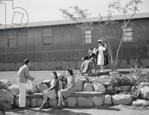 Nurse Aiko Hamaguchi and patient Tom Kano, with George Nakano and Keiko Kamahara, Manzanar Relocation Center, California, 1943 (photo)
