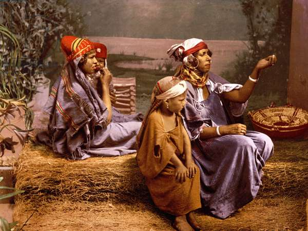 Bedouin beggars and children, Tunis, Tunisia 1899