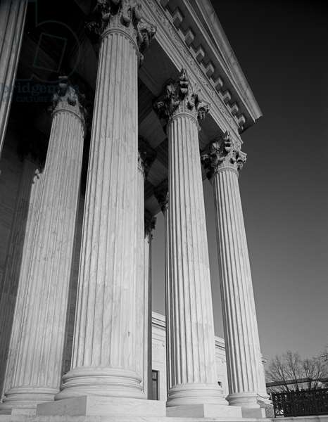 Architectural detail of the US Supreme Court (photo)