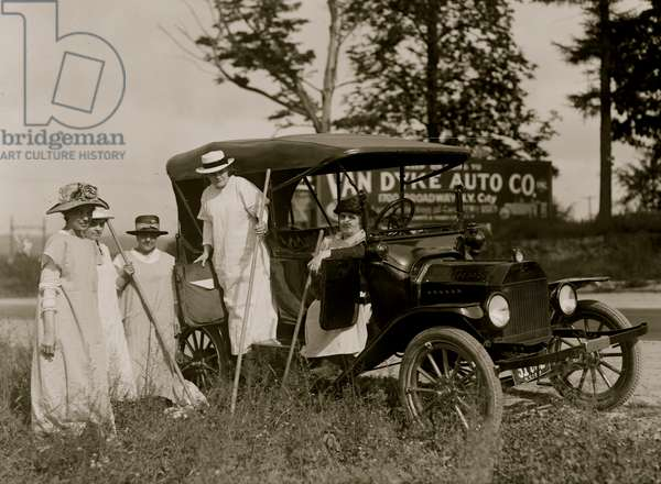 Suffrage Farmers Going to Work (photo)
