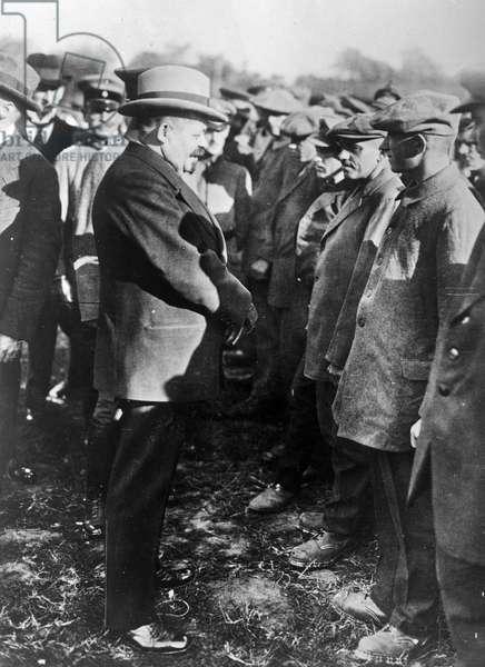 President Ebert of Germany, greeting returned German prisoners