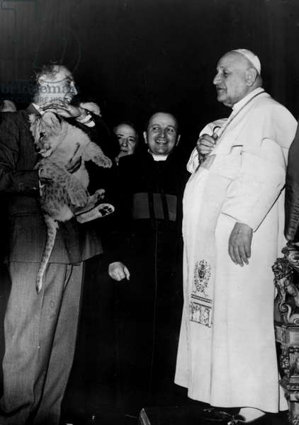 Rome December 29, 1958 Pope John XXIII receives in audience the members of the Circus Orfei