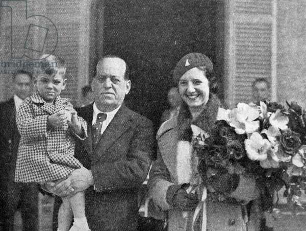 Photograph of José Sanjurjo with wife and son