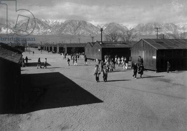 High school recess period, Manzanar Relocation Center, California, 1943 (photo)